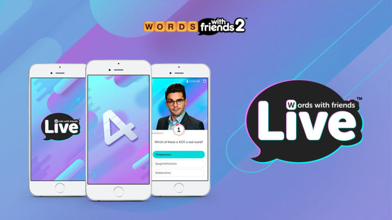 Três smartphones mostrando as tela iniciais do jogo Words With Friends Live